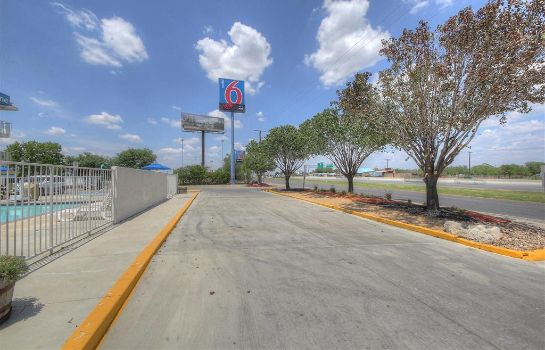 Außenansicht Motel 6 San Antonio West - SeaWorld