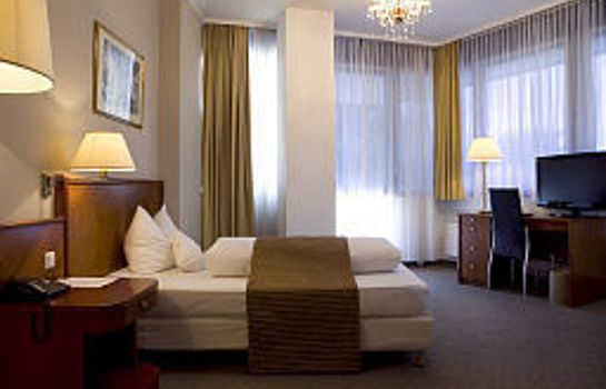 Single room (superior) Ross Hotel