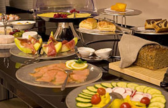 Breakfast buffet Ross Hotel