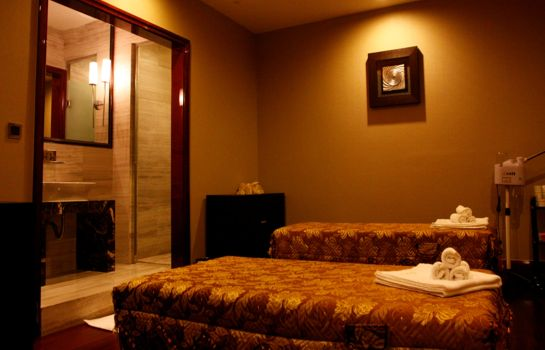 Massage room Wyndham Grand Plaza Royale Oriental