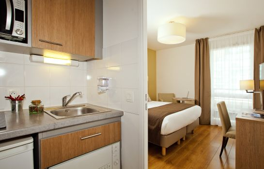 Double room (superior) Residhome Paris Bois Colombes Apparthotel