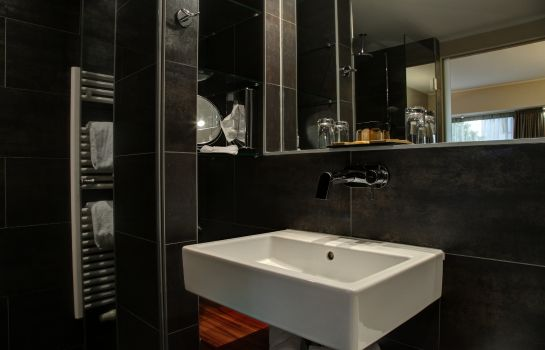 Bathroom Pakat Suites