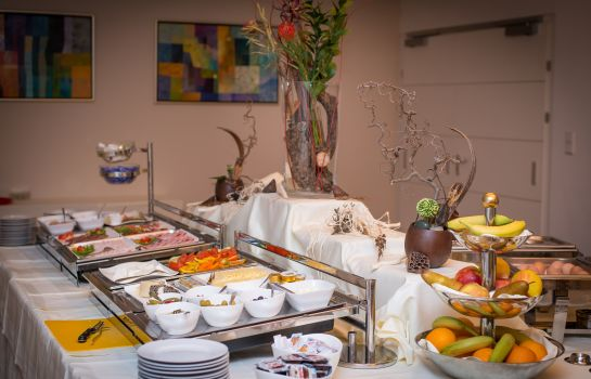 Breakfast buffet Pakat Suites