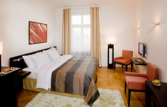 Zimmer Barcelo Old Town