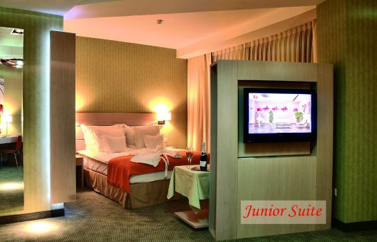 Junior Suite Golden Tulip Ana Tower
