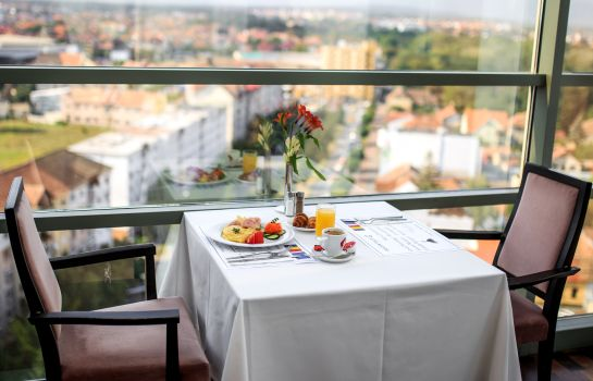 Restaurant Golden Tulip Ana Tower