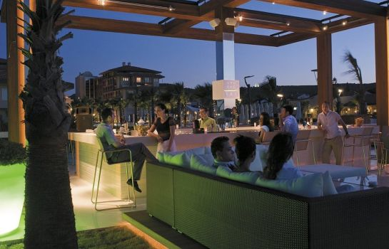 Hotel bar RADISSON BLU RSRT & SPA CESME