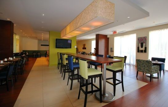 Restaurant Holiday Inn Express & Suites MONTREAL AIRPORT