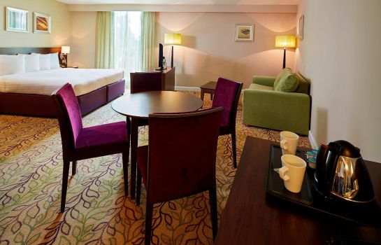 Suite Courtyard London Gatwick Airport