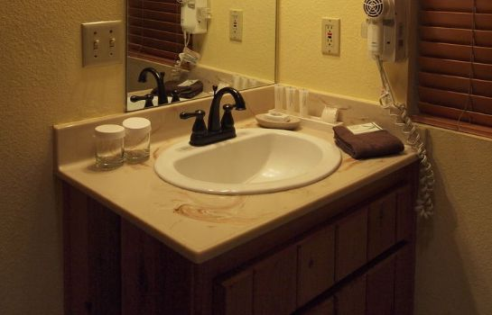 Bathroom Quiet Creek Inn