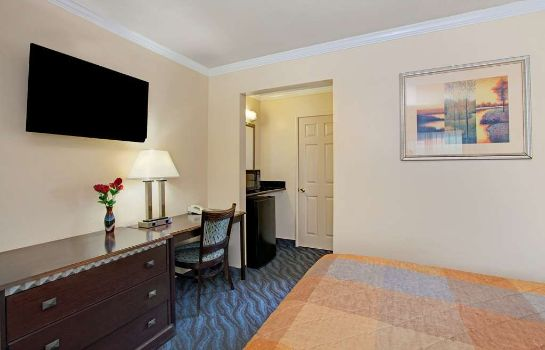 Suite Super 8 by Wyndham Berkeley