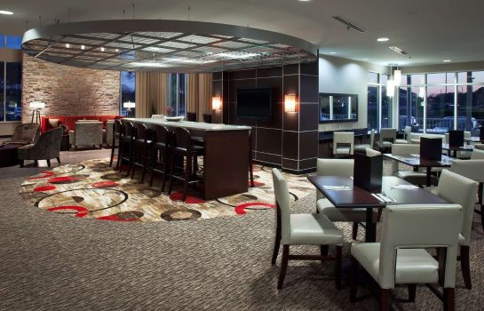 Restaurant DoubleTree by Hilton Savannah Airport
