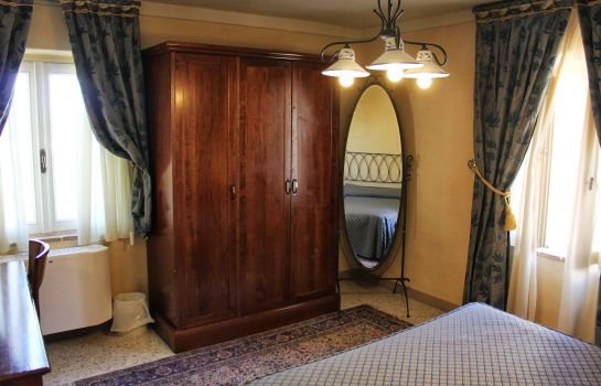 Suite Castello Montegiove Country House