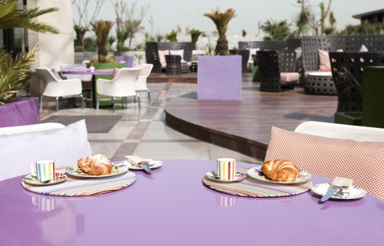 Café/bistro Symphony Style Kuwait A Radisson Collection Hotel Symphony Style Kuwait A Radisson Collection Hotel