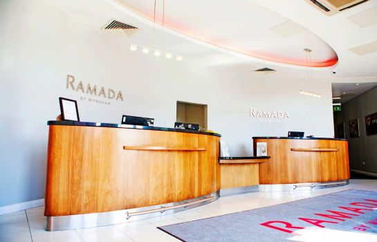 Hall de l'hôtel Ramada Belfast City by Wyndham