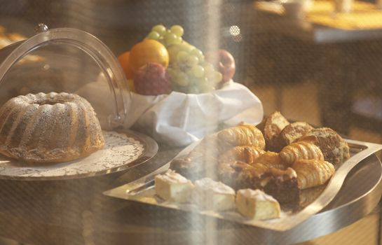 Breakfast buffet Aparthotel Adagio Vienna City