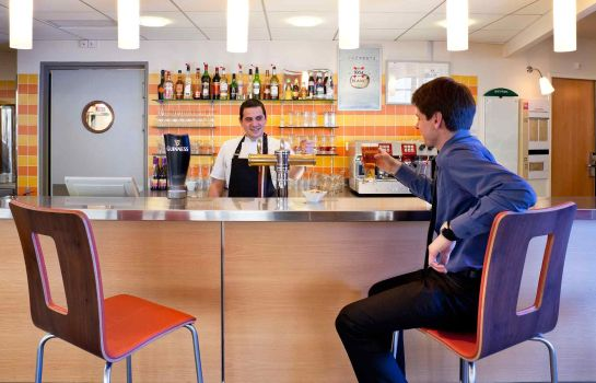 Bar del hotel ibis Beauvais Aéroport