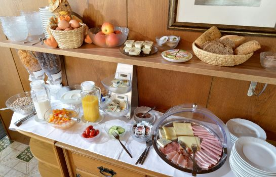 Breakfast buffet Pension Garni Panorama