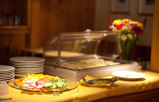Breakfast buffet Pension Schierl
