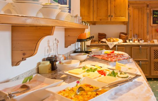 Breakfast buffet Hotel Appartments Roggal