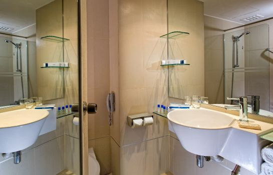 Cuarto de baño Riverview Four Points by Sheraton Singapore