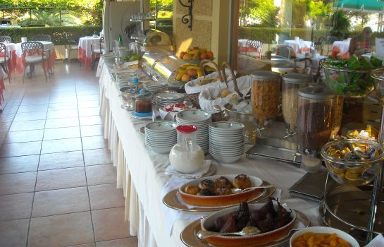 Breakfast buffet Metropole