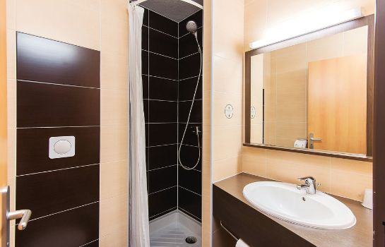 Bagno in camera B&B Hotel PAU LESCAR