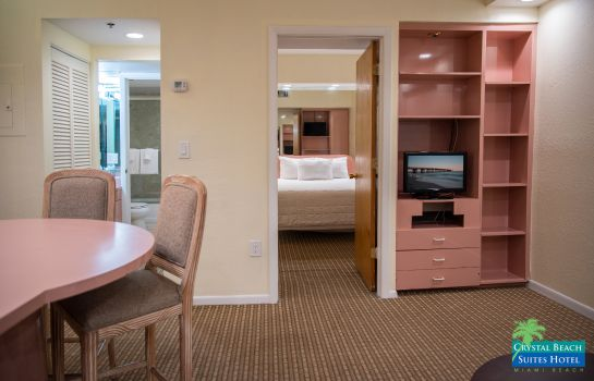 Zimmer Crystal Beach Suites Hotel