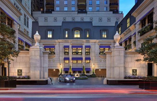 Exterior view Waldorf Astoria Chicago