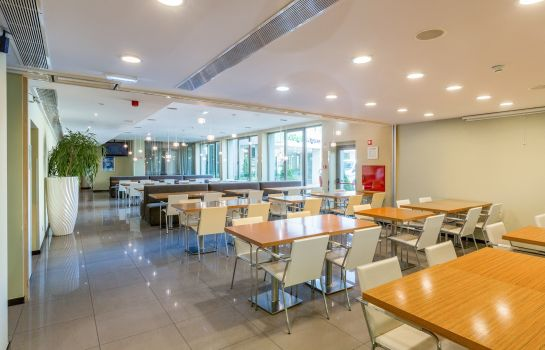 Restaurant Holiday Inn Express LISBON AIRPORT