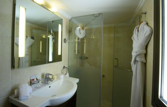Bathroom Ramada Beirut Downtown