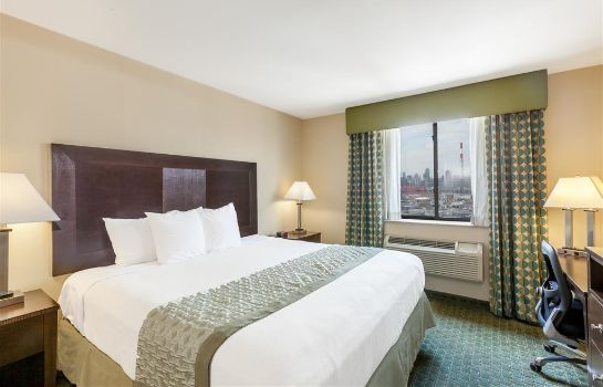 Zimmer RAMADA LONG ISLAND CITY