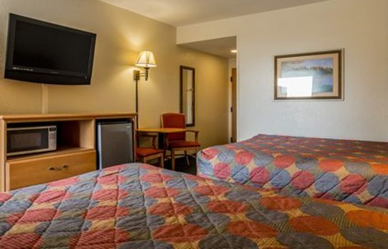 Camera Rodeway Inn & Suites near Outlet Mall - Asheville