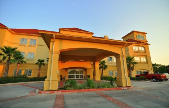 Buitenaanzicht La Quinta Inn and Suites Brookshire