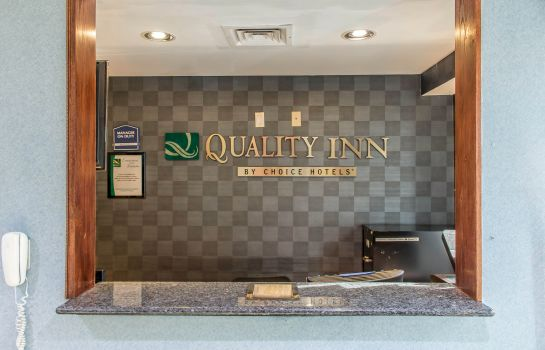 Hall Quality Inn Floral Park
