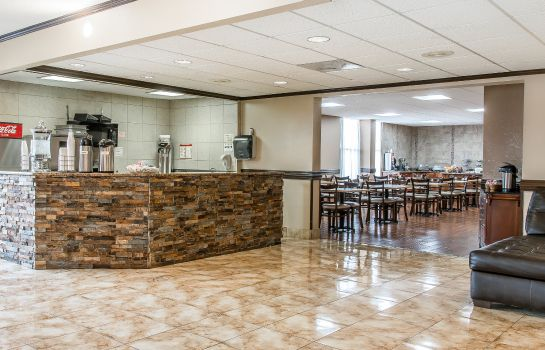 Restaurant Clarion Inn and Suites Airport