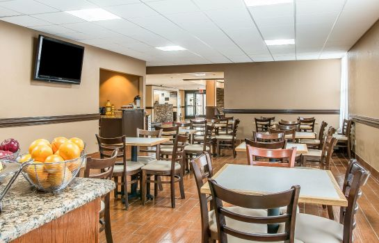 Restaurant Clarion Inn & Suites Airport