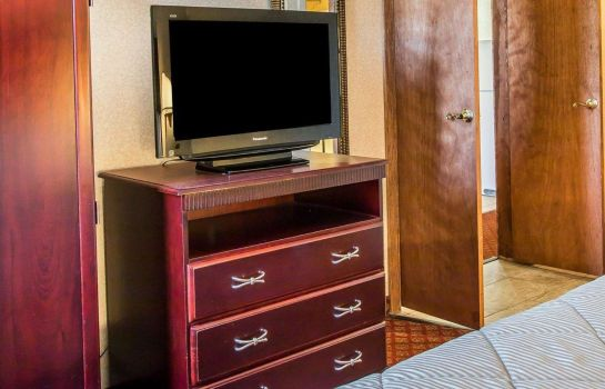 Suite Clarion Inn and Suites Airport