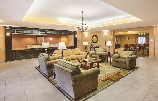 Hol hotelowy La Quinta Inn and Suites Houston East at Normandy