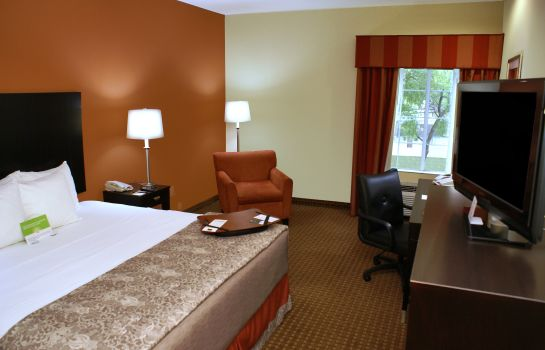 Camera La Quinta Inn and Suites Houston East at Normandy