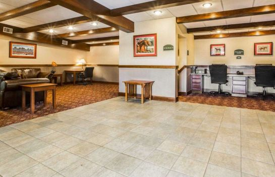 Hol hotelowy Clarion Inn & Suites at the Outlets of Lake George