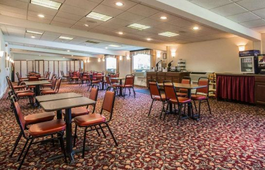 Restauracja Clarion Inn & Suites at the Outlets of Lake George