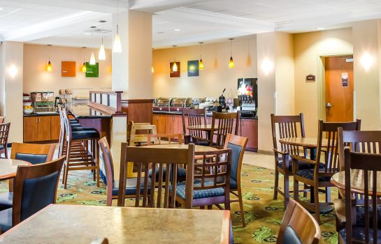 Restaurant Comfort Suites Amish Country