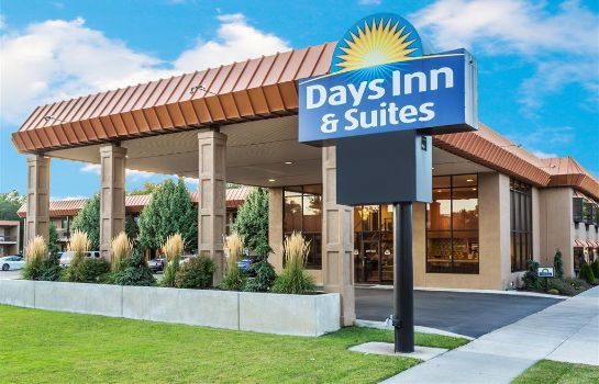 Buitenaanzicht Days Inn and Suites Logan