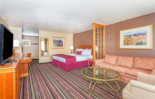 Suite Days Inn and Suites Logan