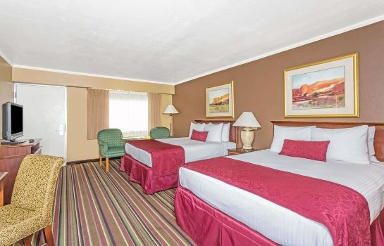 Standard room Days Inn and Suites Logan