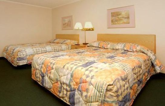 Room Days Inn and Suites Logan
