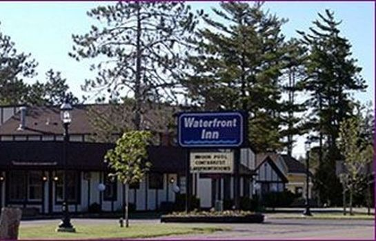 Buitenaanzicht WATERFRONT INN