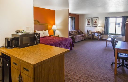 Zimmer Econo Lodge  Inn & Suites