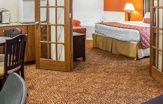 Suite RODEWAY INN AND SUITES NEAR OKOBOJI LAKE